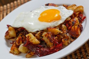 corned-beef-hash-with-fried-egg-500