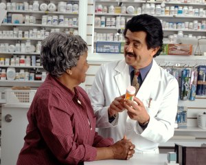 woman_consults_with_pharmacist