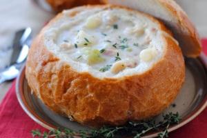 bread-bowl-clam-chowder